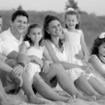 cropped-thomas-family-black-and-white-beach