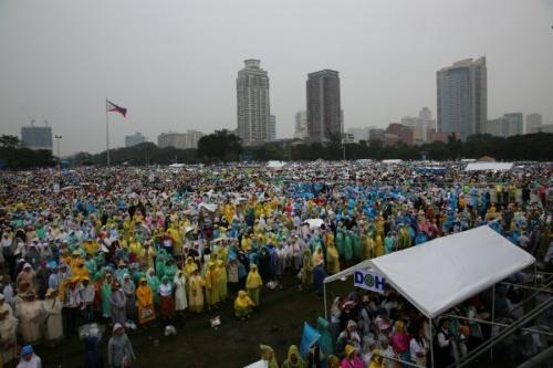 Pope Francis Mass Crowds Manila 2015